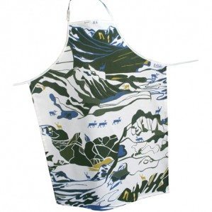 FJÄLL apron in green Emelie Ek Design för Frösö Handtryck! Handprinted Surface pattern design of Fjells with reindeers on fabriks and on products like cushions, bags and approns etc.