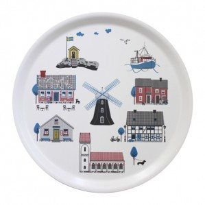 Houses by the Sea round tray 38 cm with typical Swedish houses by the sea. The tray is made in Sweden from birch wood..