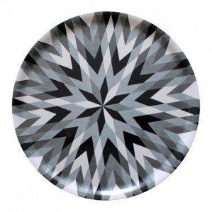 (Svenska) Harlequin Star i grått är en nyhet för hösten 2014! Finns i två olika storlekar och även som brickbord.