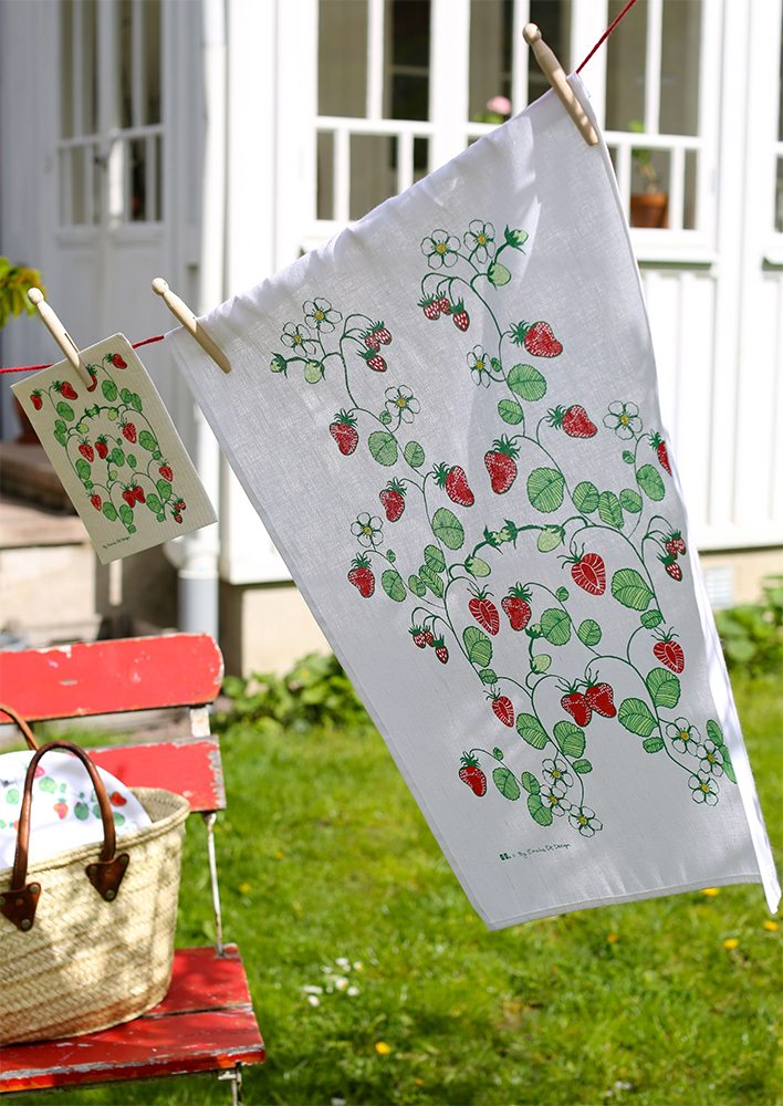strawberries_towel_new_pict_emelie_ek_design