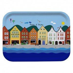 Houses of Bergen frukostbricka multi 27 x 20 cm. Tillverkad i Sverige av björklaminat
