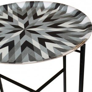 Harlequin Star brickbord grått: en av Emelie Ek Designs nyheter för hösten 2014.Harlequin Star tray table grey is one of Emelie Ek Designs news for Autumn Collection. Harlequin Star tray table is also available in the so called original colours.