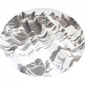 FJÄLL veckbandsgardin grå, Emelie Ek Design för Frösö Handtryck! Handtryckt mönsterdesign av handteckande Fjäll med renar på tyg samt på produkter såsom kuddar, kassar, förkläden etc.