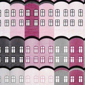 Stad tyg i plommonlila för Arvidssons Textil. Stad är ett husmönster som är inspirerat av gamla engelska fabriksbyggnader. Stad tyg finns i flera färgställningar och produceras och säljs genom Arvidssons textil. För mer info om inköpsställen se deras hemsida: www.arvidssonstextil.se