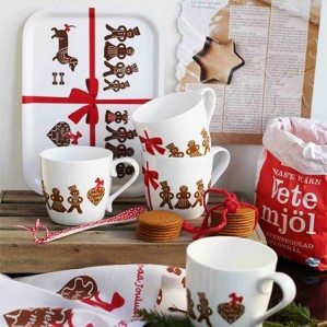 Jättefin bild av Gingerbread Collection av Monica Stengraff, som visar våra Gingerbread muggar i benporslin. Lovely picture of Gingerbread Collection by Monica Stengraff, showing our new Gingerbread mugs in bone china.
