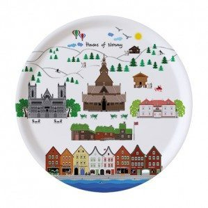 Houses of Norway rund bricka 38 cm i vitt. Tillverkad i Sverige av björklaminatHouses of Norway round tray 38 cm in white. Made in Sweden from birch laminate.